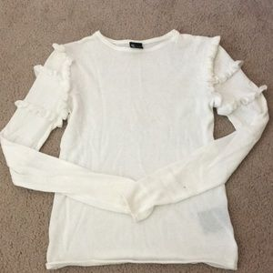 Light-knit sweater with ruffles sleeves NEVER WORN